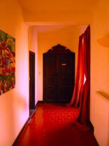 hallway-at-la-muse